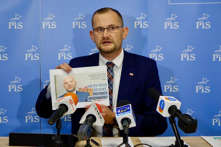Radny Michał Kądziołka: na naszych oczach tworzy się kult jednostki