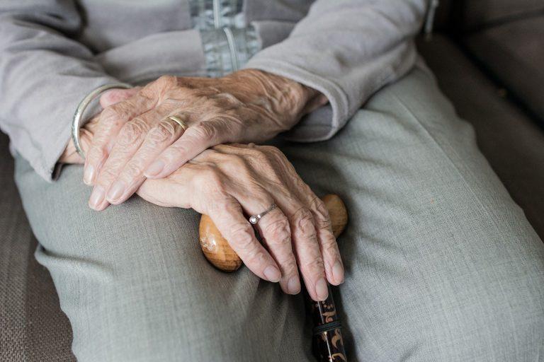 Nowy Sącz: podstępem weszły do mieszkania i okradły 92-latkę