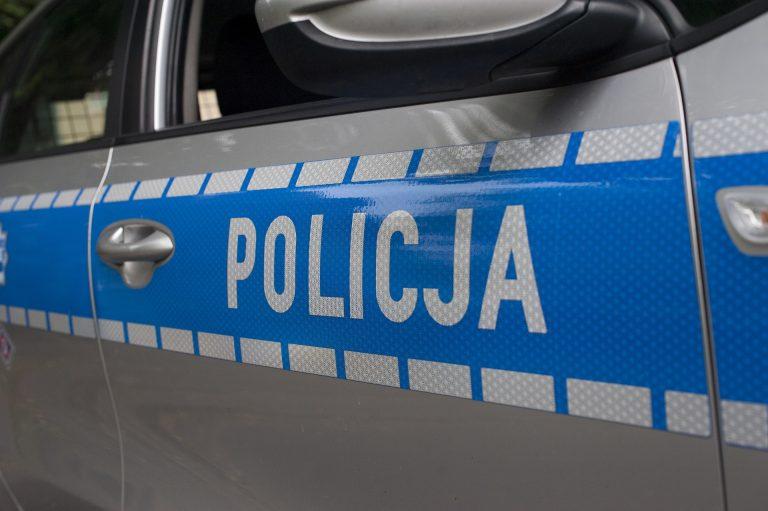 Nowy Sącz: policjanci eskortowali rannego mężczyznę do szpitala