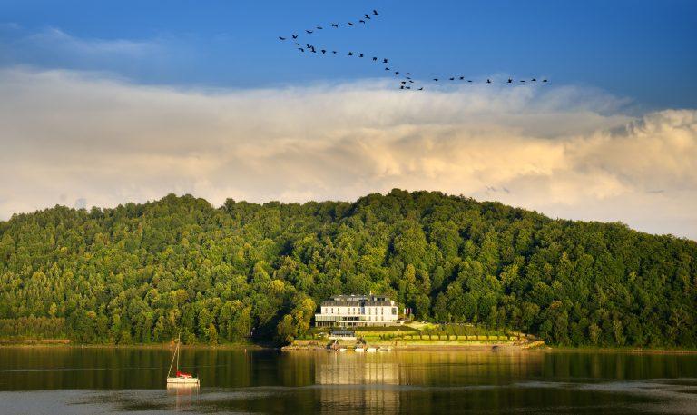 Rowerzyści wypełnią trasy nad Jeziorem Rożnowskim, będzie coraz piękniej!