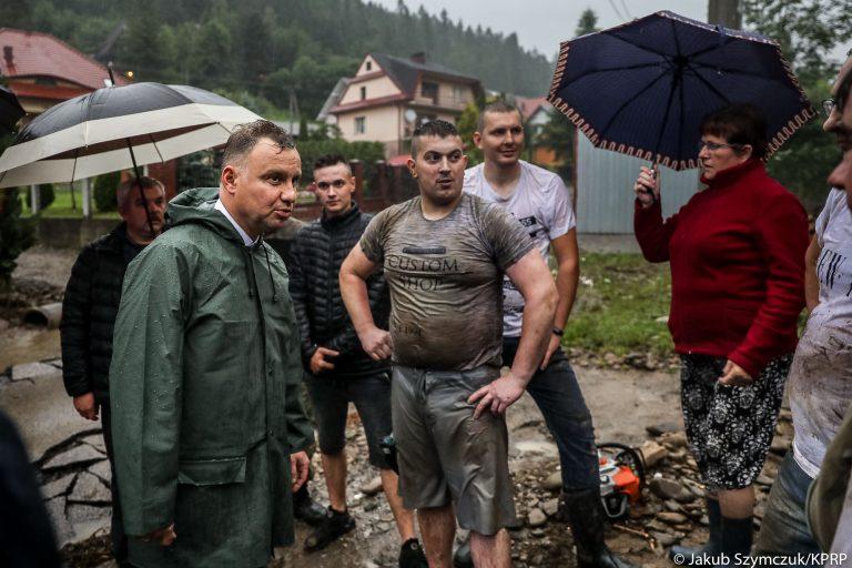 Milionowe straty po powodzi. Prezydent wizytował zniszczone tereny Małopolski