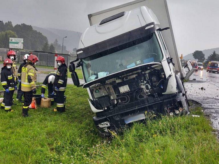 Łososina Dolna: zderzenie trzech samochodów: osobowego, dostawczego i ciężarowego