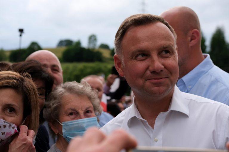 Oficjalnie prezydentem Andrzej Duda. Różnica między kandydatami wyniosła 2,06 punktów procentowych