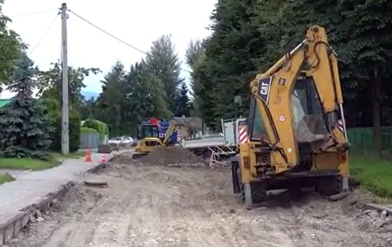 Rozpoczął się remont ulicy Broniewskiego. Powstaną nowe miejsca postojowe i nowe rondo