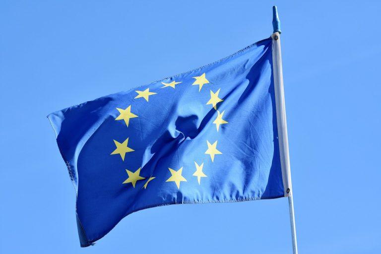 Czy Stary i Nowy Sącz stracą fundusze unijne przez Samorządową Kartę Praw Rodzin? Rozwiewamy wątpliwości