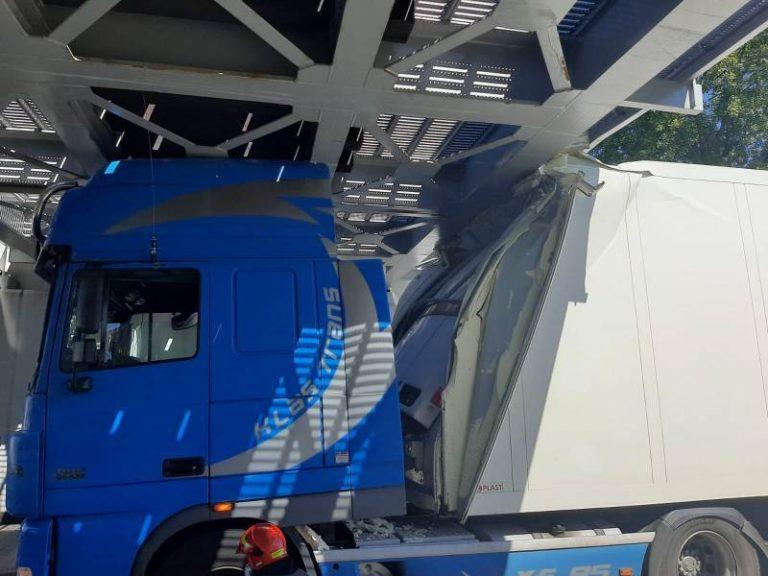 Nowy Sącz: Kolejny samochód ciężarowy utknął pod wiaduktem na Zielonej
