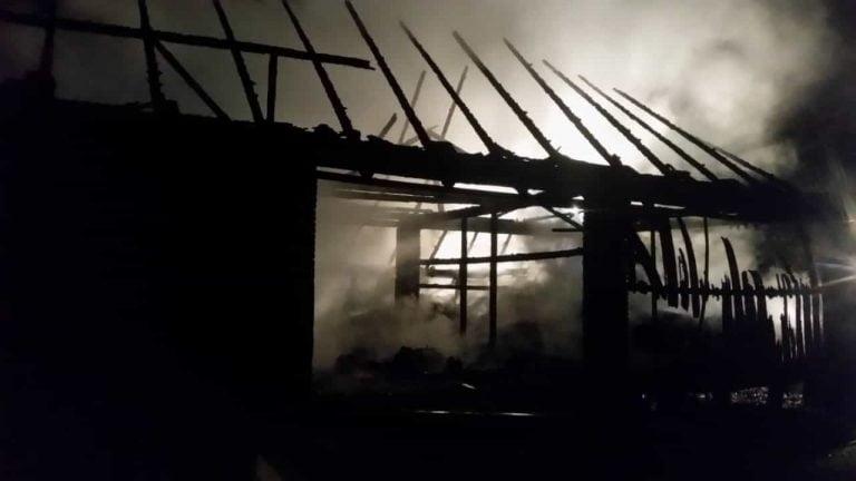 Gródek: strażacy trzy godziny walczyli z pożarem. Budynek spłonął doszczętnie