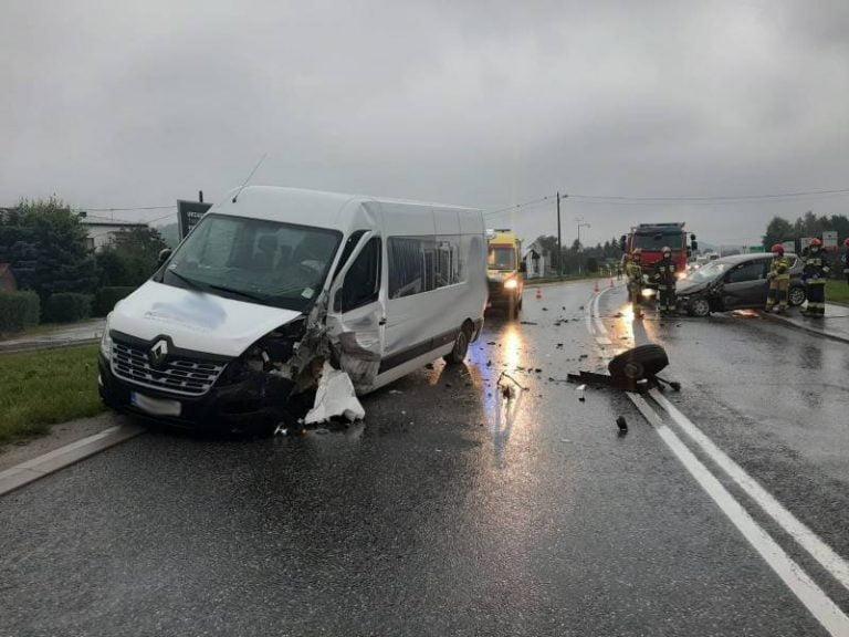 Wielogłowy: zderzenie dwóch samochodów na DK 75. Ruch był zablokowany