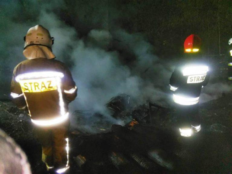Obidza: 50 strażaków walczyło z pożarem stodoły. Prawdopodobnie uderzył w nią piorun