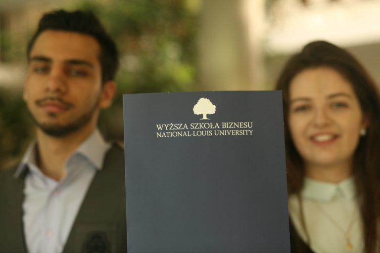 """Chcesz zostać ,,rekinem biznesu""""? Studia podyplomowe w WSB-NLU w Nowym Sączu mogą Ci w tym pomóc"""