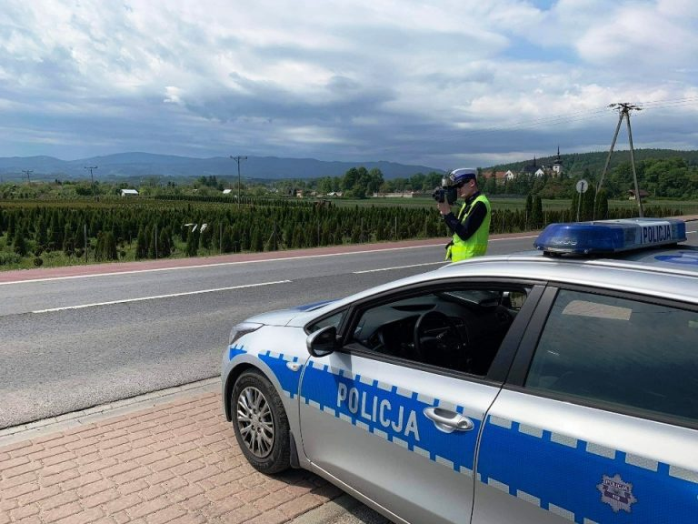 """Sądecczyzna: 76 kierowców poniosło konsekwencje zbyt szybkiej jazdy. Podsumowanie policyjnej akcji ,,Prędkość"""""""