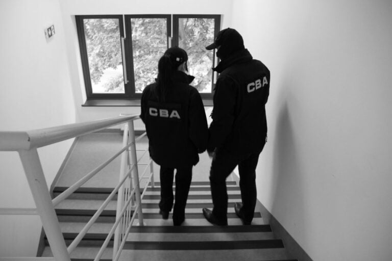 CBA zatrzymało radcę prawnego związanego z biurem byłego senatora Stanisława Koguta