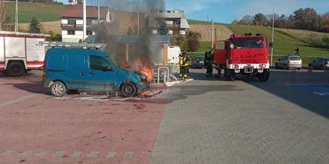 Z ostatniej chwili: płonął samochód na parkingu przy Biedronce w Korzennej