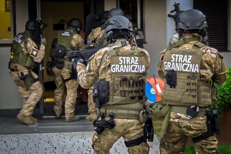 13 osób w areszcie. Zabezpieczono majątek wart 12 milionów zł. Mundurowi rozbijają gang przemytników marihuany