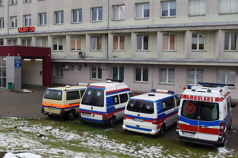 """Pacjenci muszą kłamać nt. COVID-19 albo zostaną odesłani? Szpital tłumaczy, o co chodzi z ,,dziwną"""" ankietą"""