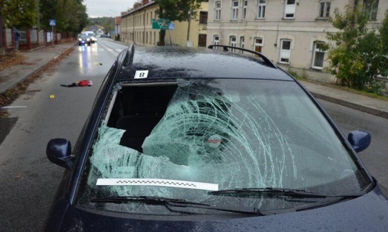 Śmierć idzie pieszo… W dwa tygodnie zginęło sześcioro pieszych potrąconych przez samochody