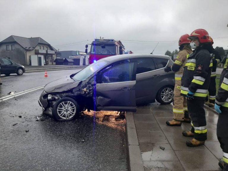 Wielogłowy: dwa auta rozbite na krajowej 75