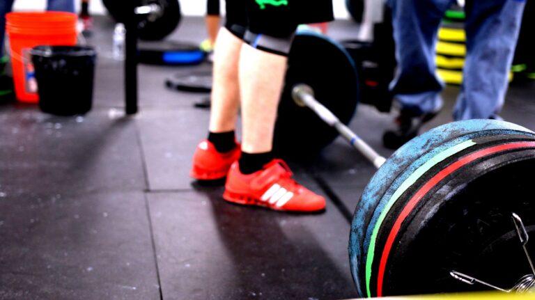 Sklep ze sprzętem do ćwiczeń i Kościół Zdrowego Ciała. Gorlicka siłownia obchodzi obostrzenia