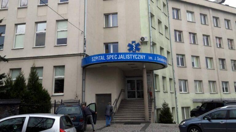 Przy nowosądeckim szpitalu będzie zadaszenie dla oczekujących na wymaz, ale umawianie na godziny wykluczone