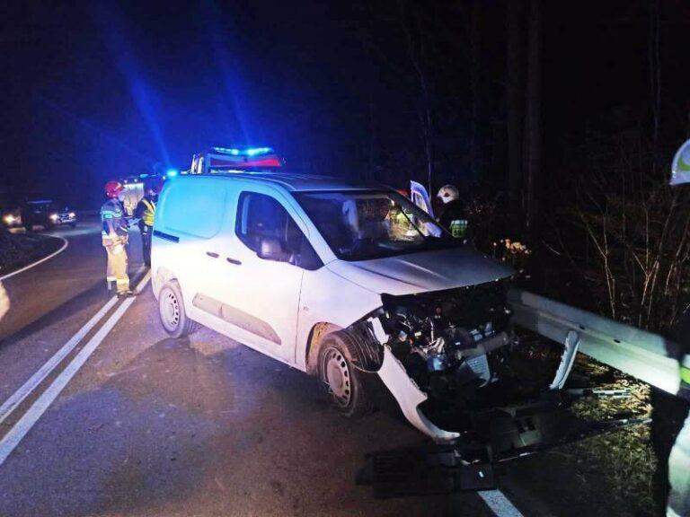 Żegiestów: samochód uderzył w barierę. Kierująca w szpitalu