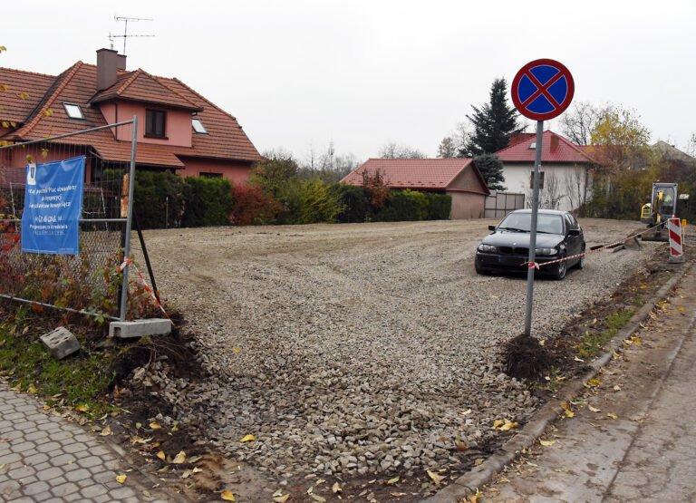 Przy ulicy Młyńskiej powstaje parking. Jerzy Gwiżdż powiadamia prokuraturę. Urzędnicy tłumaczą, że spełniają wolę sądeczan
