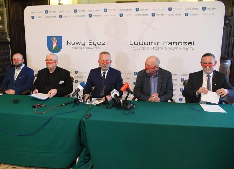 Prezydent Handzel i jego sojusznicy rozżaleni po wczorajszej sesji. Szykuje się paraliż inwestycji – ostrzega radny Hojnor