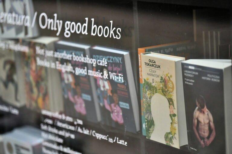 Przed świętami długi księgarń maleją; trzy czwarte Polaków kupuje książki na prezent