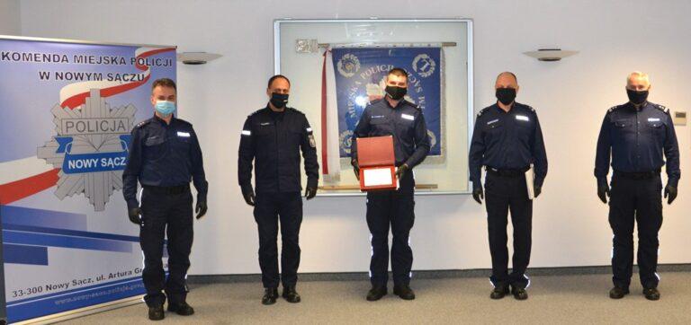 Starosądecki policjant odznaczony. Niestraszny mu był podpalacz na motocyklu