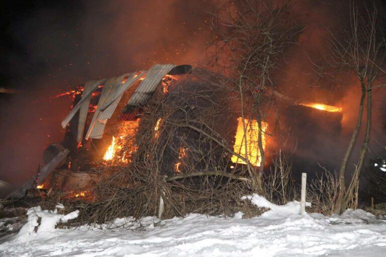 Rusza zbiórka pieniędzy dla pogorzelców z Siedlisk. Siedmioosobowa rodzina w pożarze straciła wszystko