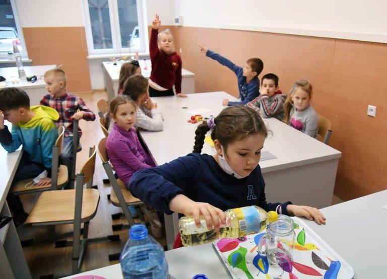 W mury Katolickiej Szkoły Podstawowej wrócił gwar… Radość dzieci – bezcenna