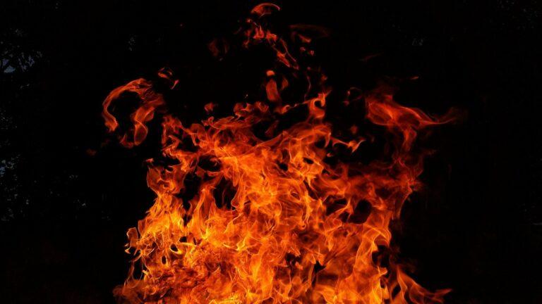 Pół godziny przed północą wybuchł pożar w Boguszowej