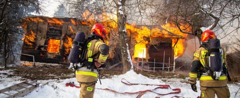 Szymbark. W pożarze drewnianego domu zginęła nastolatka