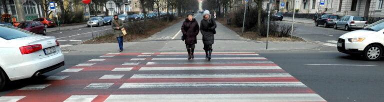 Senat przyjął poprawkę do noweli wprowadzającej zasadę pierwszeństwa pieszych przy wchodzeniu na pasy