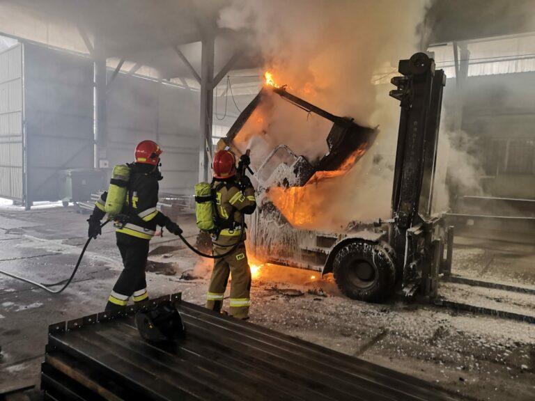 Nowy Sącz. Na hali produkcyjnej płonął wózek widłowy