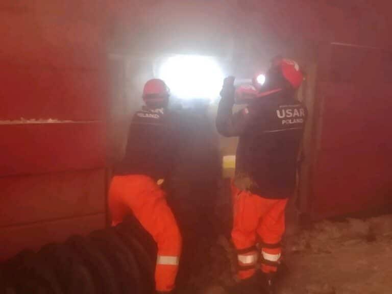 Od dwóch dni trwa akcja gaśnicza krakowskiego archiwum. Na pomoc pojechali strażacy z Nowego Sącza