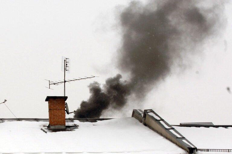 """""""Czyste powietrze"""" również dla najuboższych. W gminach będą nowe stanowiska, a dla ludzi – nowe możliwości wymiany pieców"""