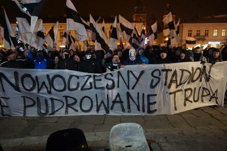 Nowy Sącz. Kibice Sandecji przed ratuszem upomną się o stadion. Nie wierzą w intencje prezydenta