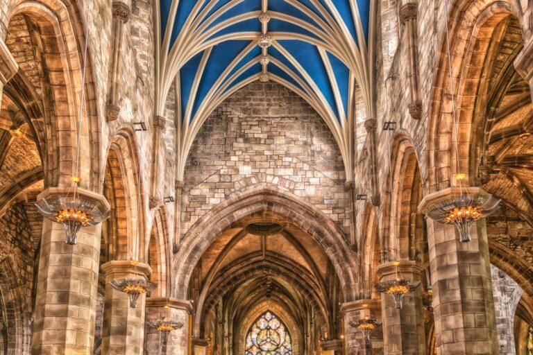 Niedzielski: kościoły są otwarte tak jak sklepy, kontrole wszędzie takie same