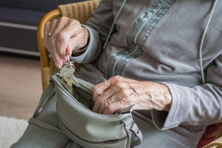 Sądecczyzna. 38 osób dostanie ponad 4500 złotych dodatku do emerytury. Warunkiem sto lat