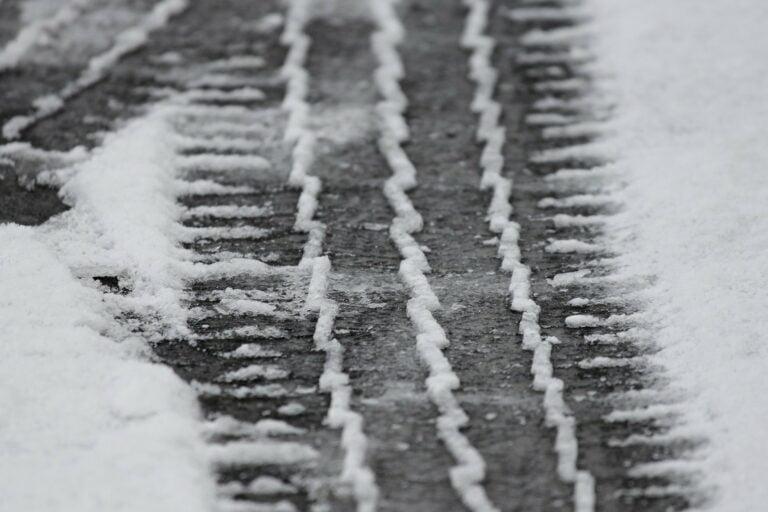 Powróciła zima. Synoptycy ostrzegają przed oblodzeniem