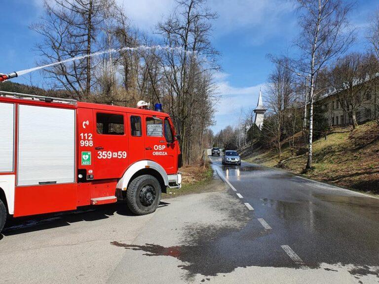 Strażacy z Obidzy urządzili mieszkańcom śmigus-dyngus
