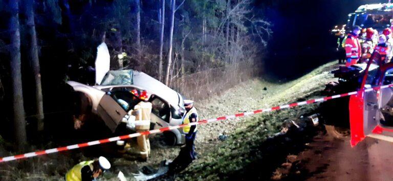 """Stary Sącz. Nowe fakty w sprawie tragicznego wypadku. Śmiertelne """"grzechy"""" kierowcy to 128 km/h i omijanie wysepki"""