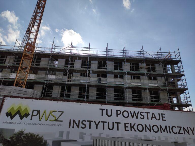 Nowy Sącz. Inwestycja za ok. 18,5 mln pnie się w górę przy Alejach Wolności