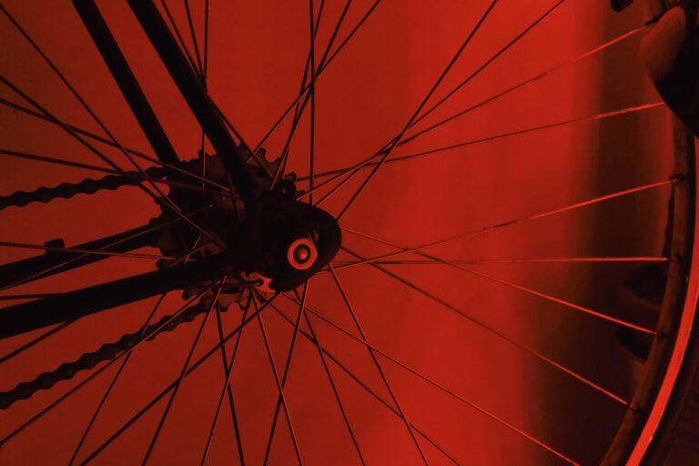 Prokuratura ustala przebieg śmiertelnego wypadku w Barcicach. Rowerzysta wyjeżdżał z drogi podporządkowanej…