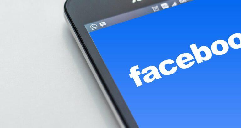 """,,Zaloguj się za pomocą Facebooka"""" nowym sposobem oszustów. Policja ostrzega"""
