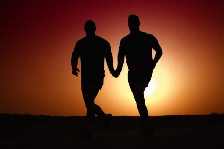 Ksiądz uczy młodzież, że homoseksualizm, to choroba, którą leczy się m.in. elektrowstrząsami. Uczniowie oburzeni prezentacją duchownego