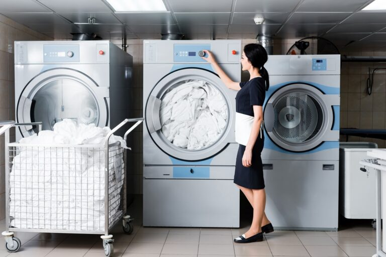 Przegląd maszyn pralniczych stosowanych we współczesnych pralniach przemysłowych