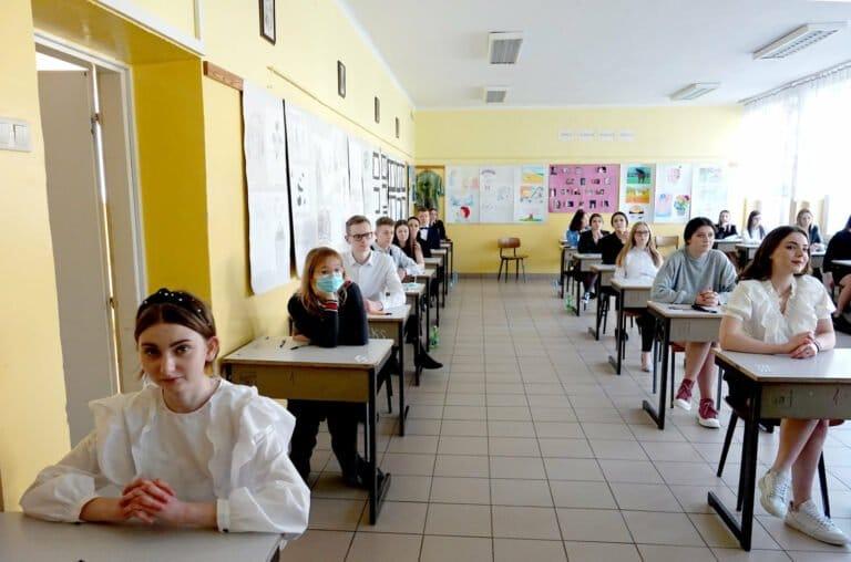 Sądecczyzna. 3386 maturzystów zmierzyło się z językiem polskim. Nie obyło się bez alarmów bombowych