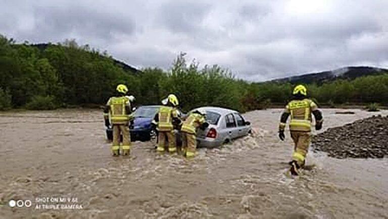 Stan ostrzegawczy w Muszynie i Miliku. W Śnietnicy rzeka Biała porwała cztery samochody