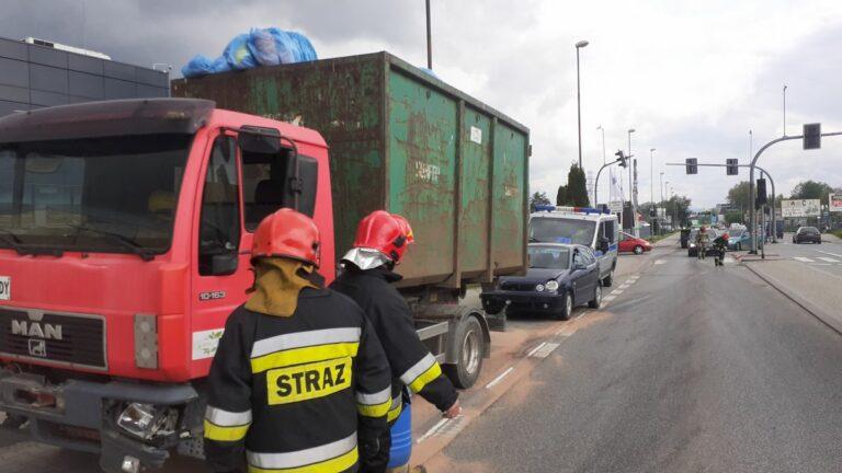 Nowy Sącz. Zderzenie osobówki i samochodu ciężarowego na ul. Węgierskiej